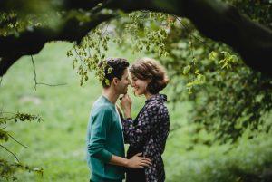 couple doing photoshoot